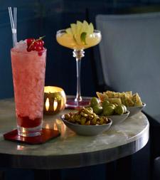 Blue Bar serve drinks que apetecem olhos e paladares
