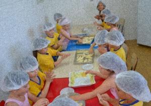 Oficina de pão de queijo para crianças