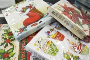 Guardanapos coloridos conferem ar natalino às refeições