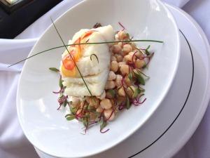 Bacalhau Confit com salada de grão de bico