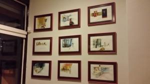 Aquarelas de Bernardo Caro permanecem nas paredes do restaurante até o final do Festival