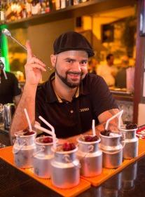 Bartender Ed Carneiro apresenta o coquetel Oxford