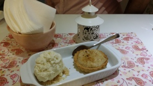 Tortinha de maçã com sorvete de canela