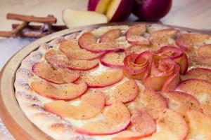 Pizza Eva - creme especial, maçã ao vinho e canela -  em homenagem ao mês mulher